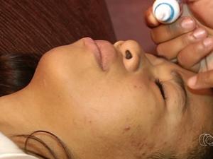 Daniely sente dores com tratamento e espera conseguir solução para glaucoma Goiás Goiânia (Foto: Reprodução/TV Anhanguera)