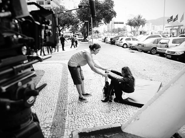 Rômulo mostra seu cavalheirismo (Foto: Raphael Dias/TV Globo)