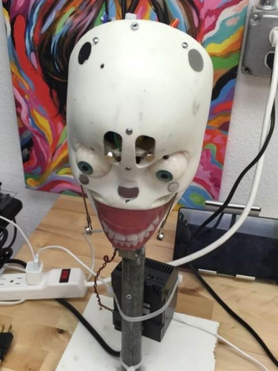Projeto de boneca com inteligência artificial está sendo desenvolvido na Real Dolls (Foto: BBC Mundo)