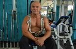 "Aos 70 anos, Vovô Animal exibe corpo sarado e diz: ""Me inspirei no Tarzan"" (Matheus Henrique)"