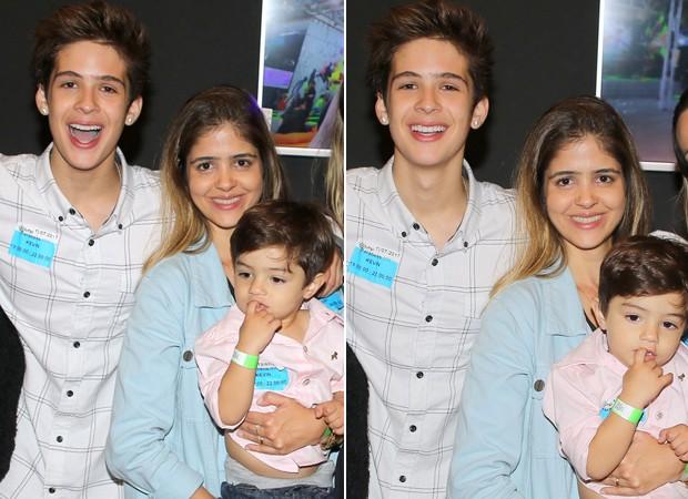 João Guilherme com a mãe, Naira, e o irmão caçula, Pietro (Foto: Thiago Duran/AgNews)