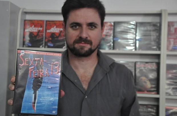 Cineasta escolhe filmes favoritos para curtir a sexta-feira 13 no clima do terror (Foto: Natália Clementin / G1)