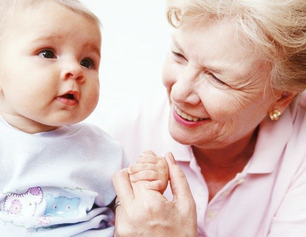 Avó com o neto (Foto: Thinkstock)