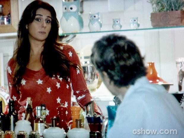 Clara diz a Cadu que não pretende continuar trabalhando no bistrô (Foto: Em Família/TV Globo)