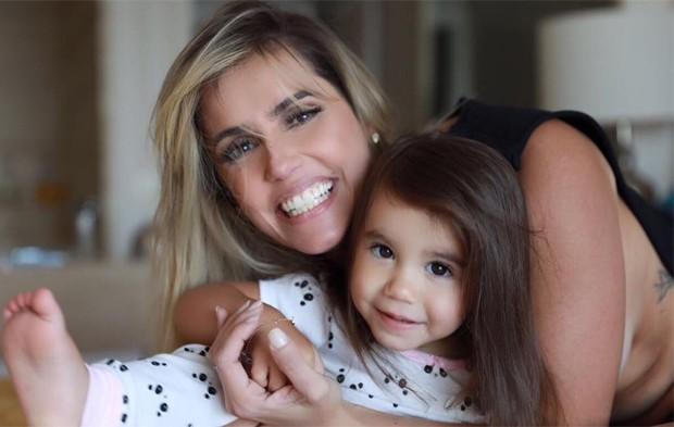 Deborah Secco, ainda loira, e a filha, Maria Flor (Foto: Reprodução/Instagram)