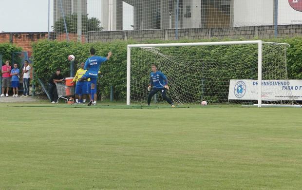 Avaí treina finalizações no domingo, dia 6 de janeiro (Foto: Vandrei Bion, divulgação / Avaí FC)
