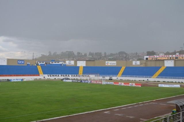 Chuva caiu no Estádio do Melão minutos antes do início da partida  (Foto: Tiago Campos (Globoesporte.com))