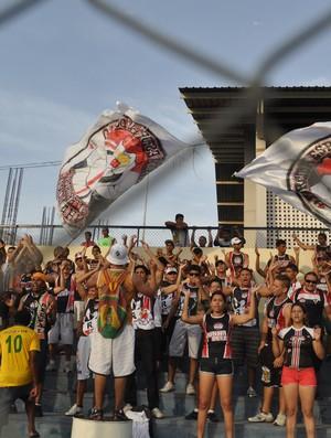 Torcida do River-PI marca presença na quinta vitória do time no Campeonato Piauiense (Foto: Renan Morais/GLOBOESPORTE.COM)