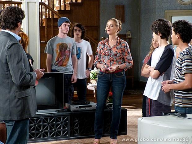 Depois da declaração de Sidney, a dona da casa é obrigada a dividir o valor (Foto: Malhação / TV Globo)