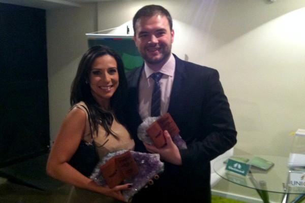 Roberta Salinet e Juliano Martins receberam prêmio na Amrigs, em Porto Alegre (Foto: Arquivo Pessoal)