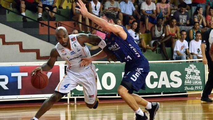 Para Guerrinha, equipe bauruense só perdeu no detalhe, na última  bola (Foto: Caio Casagrande/Bauru Basket)