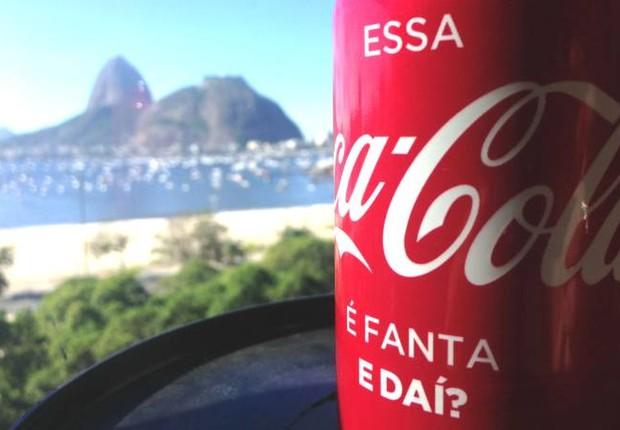 Essa Coca-Cola é Fanta: lata especial de Coca-Cola com Fanta Laranja dentro no Dia do Orgulho LGBT  (Foto: Divulgação/Coca-Cola)