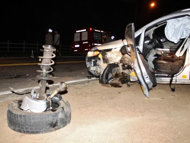 Com impacto, roda saiu de um dos veículos após batida (Foto: Romários Barros/Lei Seca Maricá)