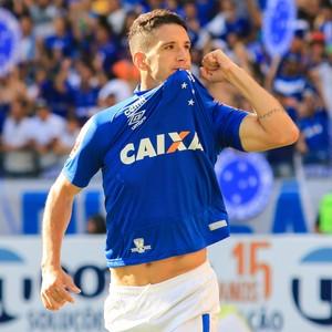 6658f3580a Com estrela! Thiago Neves reforça a fama de ser carrasco em clássicos