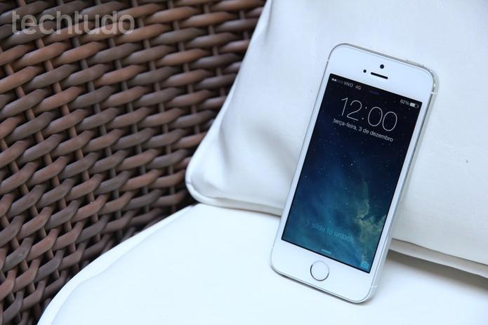 iPhone 5S é compacto, tem design elegante e traz sensor de digitais (Foto: Luciana Maline/TechTudo) (Foto: iPhone 5S é compacto, tem design elegante e traz sensor de digitais (Foto: Luciana Maline/TechTudo))