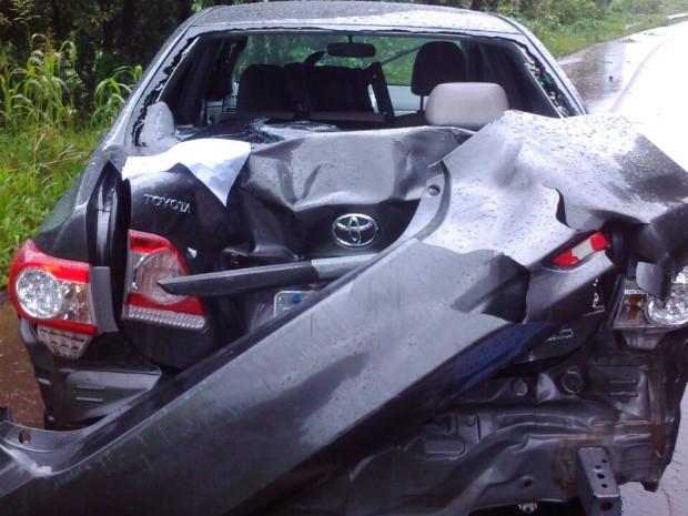 Três ocupantes do Corolla saíram ilesos (Foto: PRF SC/Divulgação)