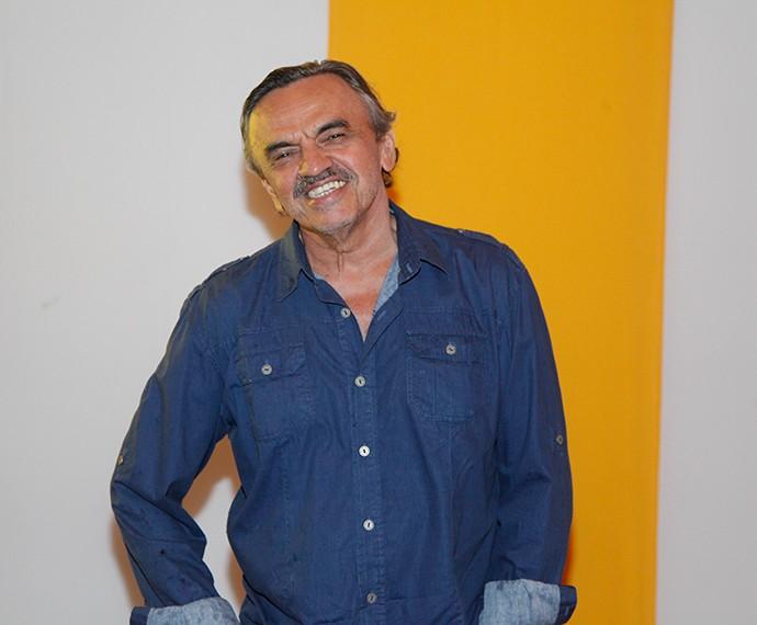 José Dumont chega para assistir ao último capítulo (Foto: Artur Meninea/Gshow)