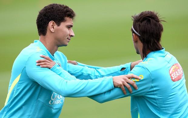 Ganso e Neymar no treino da Seleção (Foto: Mowa Press)