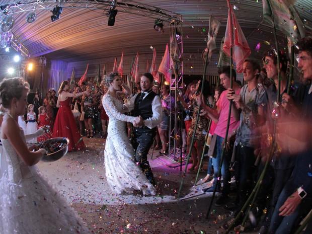 No sábado, depois do jantar tem inicio a dança dos noivos (Foto: Joao Rudio)