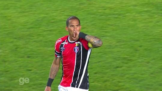 Opção barata, Jael divide torcida do Grêmio; veja números e gols no JEC
