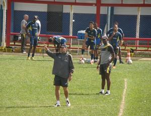 Cairo Lima comanda treino técnico na manhã desta sexta-feira (Foto: Igor Bravo/Fair Play Assessoria)