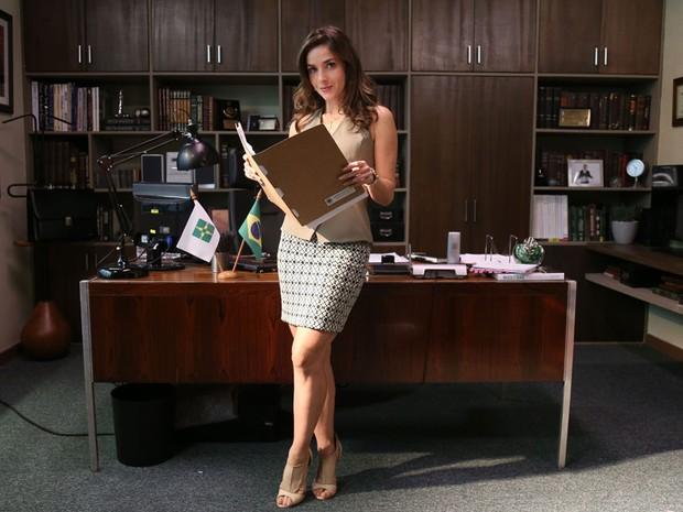Monique Alfradique  a protagonista da srie A Secretria do Presidente (Foto: Edu Viana)