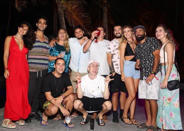 Yanna Lavigne e Bruno Gissoni curtindo feriado com amigos no nordeste (Foto: Reprodução/Instagram)