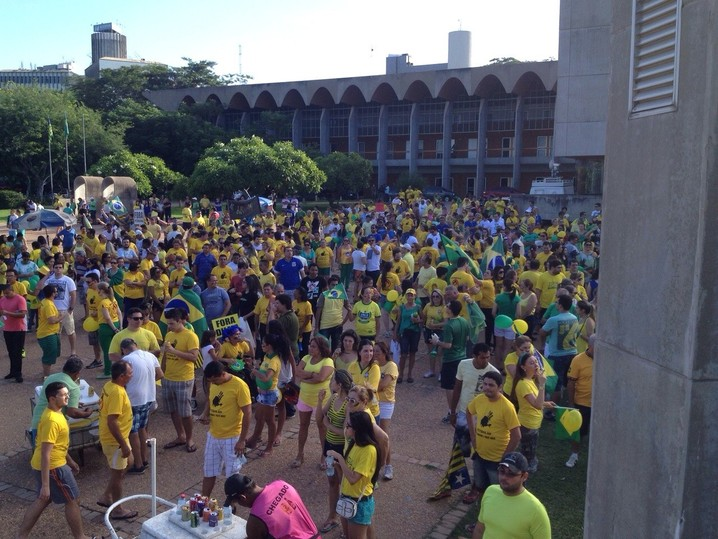 Contra o governo Dilma, 1,4 milhão de brasileiros vão às ruas em todos os Estados e exigem mudança