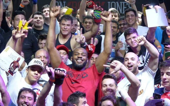 Lutador fez a alegria dos curitibanos (Foto: Monique Silva)