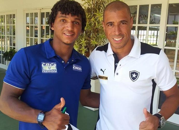 Isaquias Queiroz ao lado do também baiano Jorge Wagner (Foto: Reprodução Facebook)