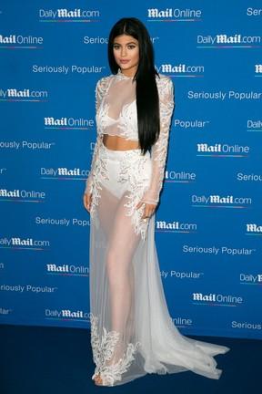 Kylie Jenner com o look no qual Gabi Lopes se inspirou (Foto: Getty Images)