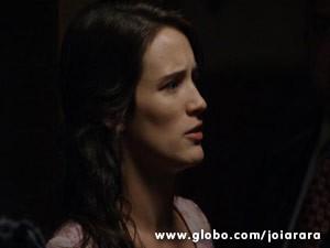 Amélia ouve poucas e boas de Franz e fica sem reação (Foto: Joia Rara/ TV Globo)