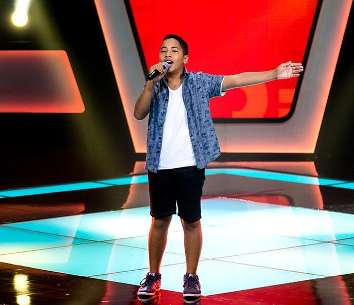 Tavinho Leoni cantou 'A voz do samba' e mostrou intimidade com o estilo (Foto: Isabella Pinheira/Gshow)