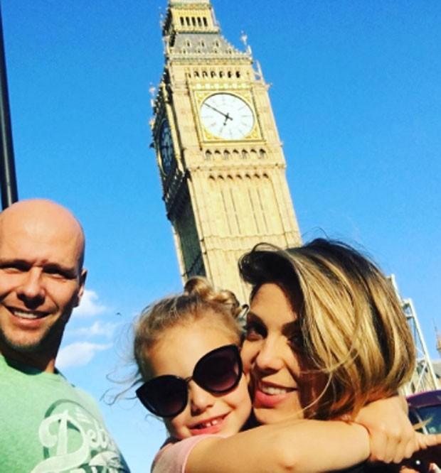 Xuxa, Sheila Mello e Brenda em Londres (Foto: Reprodução)