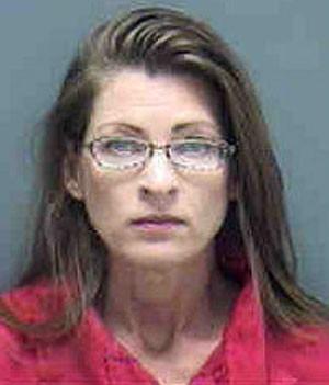 Ruth C. Amen pagou festa surpresa para chefe e foi presa (Foto: Divulgação/Lee County Sheriff's Office)