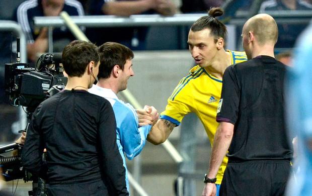 Messi e Ibrahimovic no amistoso entre Argentina e Suécia (Foto: AP)