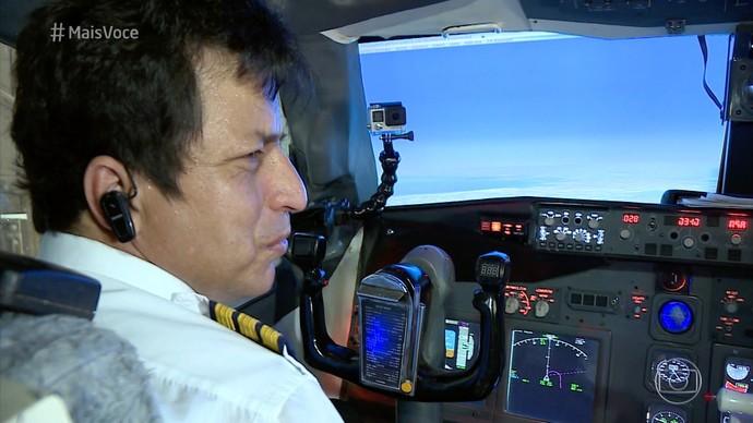 Valmir Freitas criou um simulador de voo na própria casa (Foto: Divulgação/ TV Gazeta)