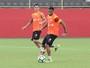 Deu Pineda: Argel comanda treino tático e escala chileno no time titular