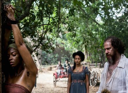 Bertoleza manda açoitar Luanda, e Joaquina impede castigo