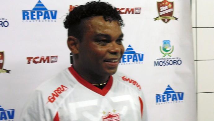 Carlinhos Bala, atacante do Potiguar de Mossoró (Foto: Carlos Arthur da Cruz/Globoesporte.com)