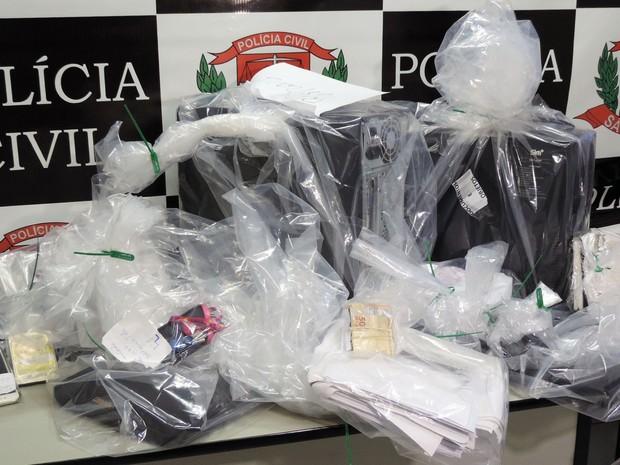 Nesta segunda-feira (25), houve a apreensão dos telefones celulares, chips e cartões de memória usados pelo acusados (Foto: Wellington Roberto/G1)