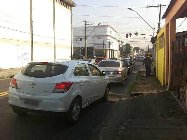 Acidente ocorreu nas proximidades da Avenida Costa e Silva, no bairro Cachoeirinha (Foto: Camila Henriques/G1 AM)