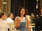 Bruna Marquezine usa bolsa de R$10 mil em passeio pelo shopping