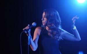 Samantha canta