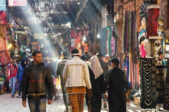 As ruas do mercado de Marrakech (Foto: © Haroldo Castro/Época)