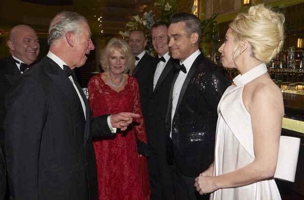 Príncipe Charles, Robbie Williams e Lady Gaga em evento em Londres, na Inglaterra (Foto: Niklas Halle'n/ AFP)