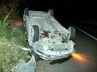 Motorista sai ileso após bater carro em canteiro central e capotar na BA