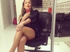 Claudia Leitte mostra pernocas em selfie e brinca: 'Sensualizando'