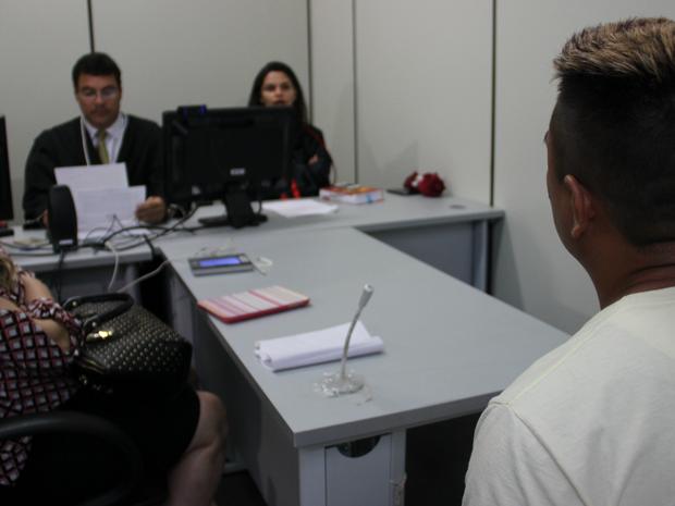 Preso suspeito de tráfico de drogas é ouvido em audiência de custódia  (Foto: Ísis Capistrano/ G1 AM)