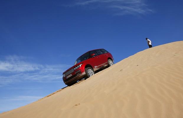 SUV enfrenta obstáculos sem se intimidar (Foto: Divulgação)